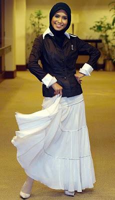 Hubungan Akhil Hayy dengan penyanyi Waheeda