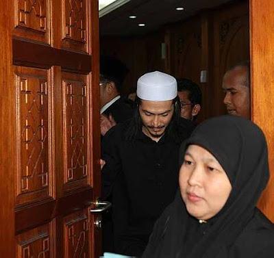 kes cerai gambar,Maizawati Zainal, isteri Akhil Hayy