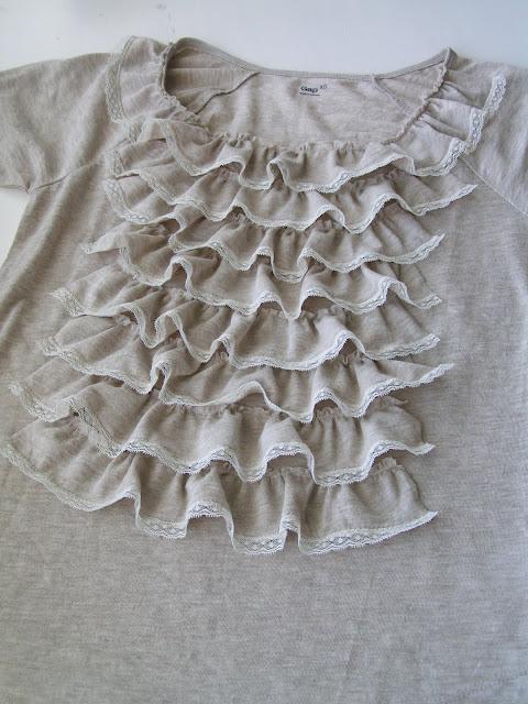 Как украсить футболку: рюши и кружева