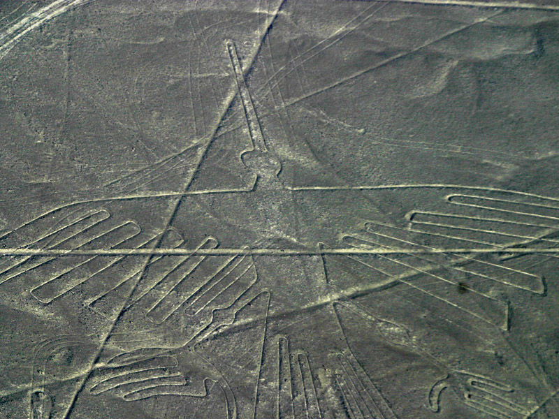 Geoglif, atau gambar di permukaan bumi di dataran Nazca, Peru yang ...