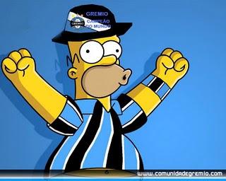Homero vistiendo camisetas de futbol