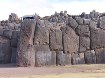 la technique de montage des murs est la même quelque soit la taille des pierres