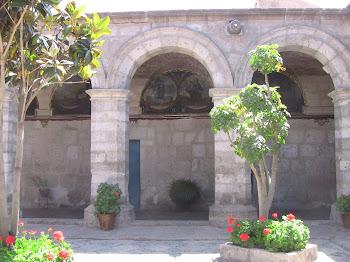 le cloître en pierre d'Arequipa
