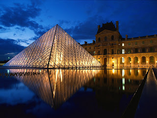 Pyramid at Louvre Museum : Paris || Top Wallpapers Download .blogspot.com