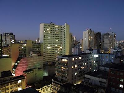 foto do crepúsculo no centro de porto alegre