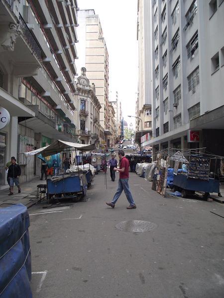 deslocamento das bancas de artesãos em função da Feira do Livro de Porto Alegre