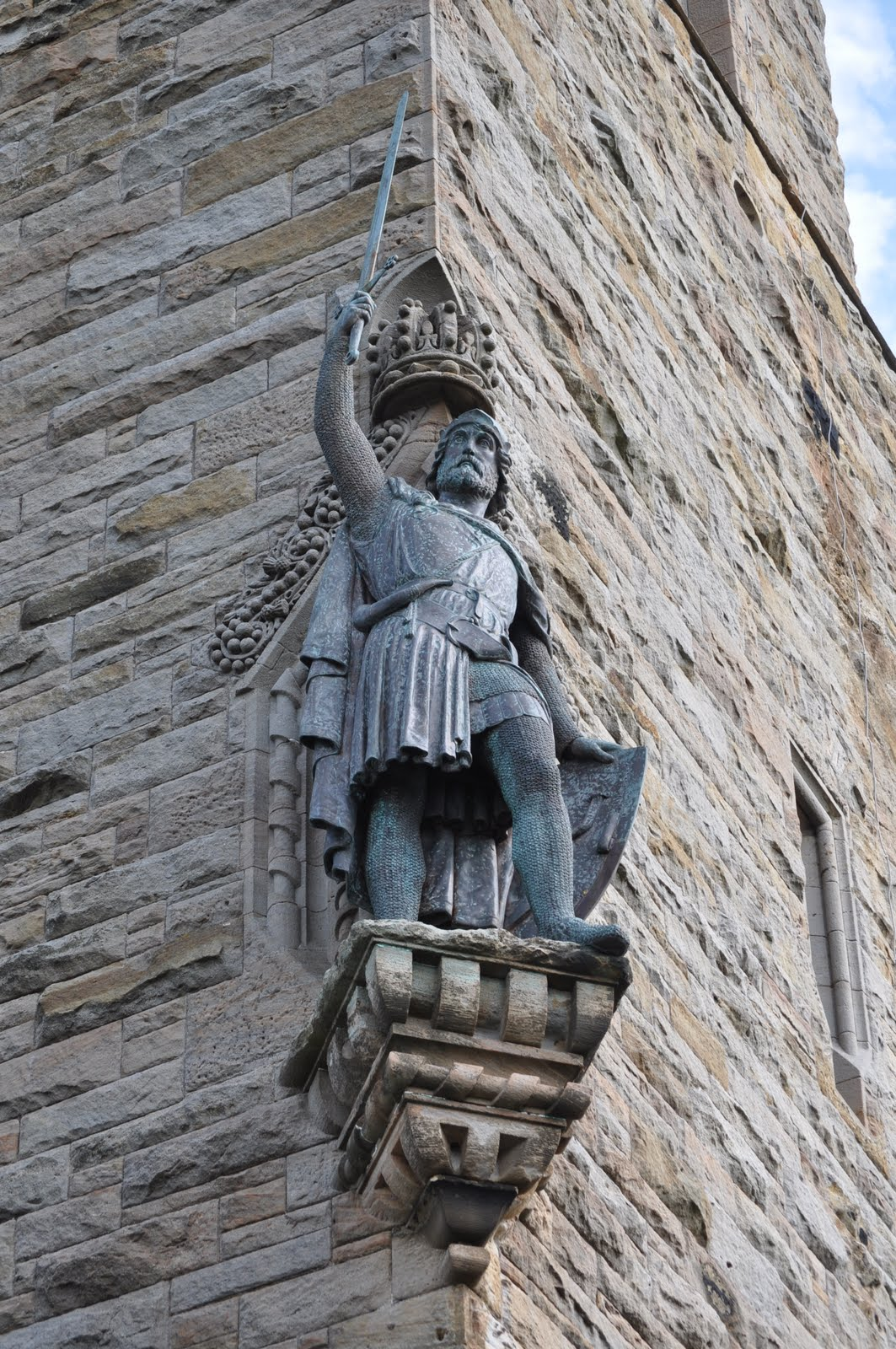 the rise of william wallace A brief biography of sir william wallace (braveheart)  the rising tide of  nationalist fervor in the face of the arrival of the english armies north of the border .