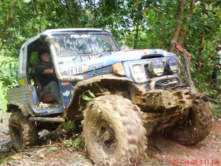 Trak lumpur menjadi kegemaran peserta untuk melaluinya