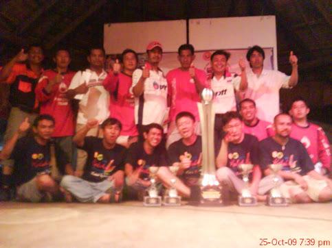 Champion Kedah Finale 4x4 International Chalengge 2009,saya 3 dari kiri ( Berdiri )