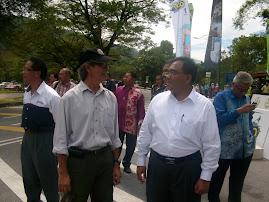 Presiden TORC bersama YB Zahir  ( Penaung Kehormat Kelab TORC )