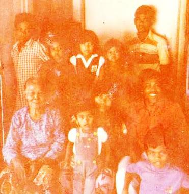 Semasa di Berek Hospital KK ( 1980 ) bersama Opah