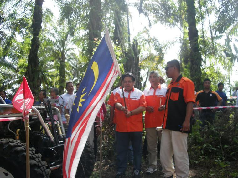 Flag Off dari YBM Raja Hj .Ahmad Zainuddin Adun Kawasan Kubu Gajah merangkap Penaung Penganjuran