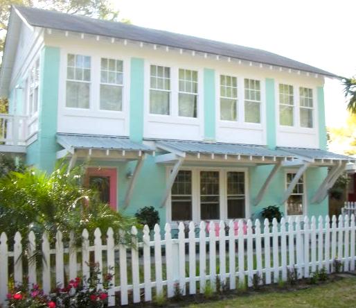 http://1.bp.blogspot.com/_r7XCrWvf7Zk/TC-F_6foMvI/AAAAAAAADWw/PnuS2Tp-22M/s1600/tiffany+blue+house.png