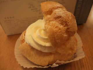 DOEL高槻店のホワイトクリームとカスタードクリームのシュークリーム