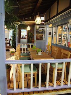 サーフショップ&カフェのオープンカフェ