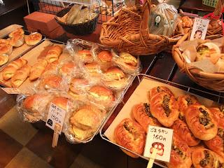 ベーカリーレストランサンマルク 高槻店のパンコーナー