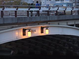 天神橋のランプの灯り