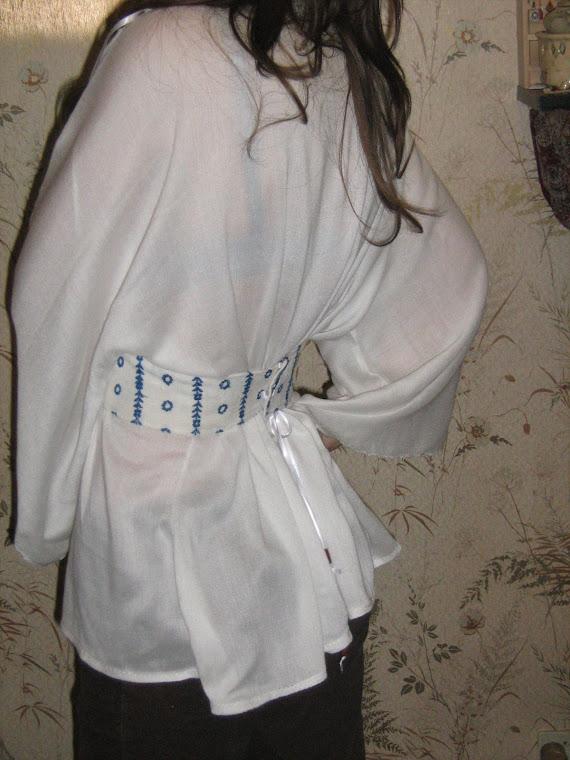 Bluza alba spate, marime universala, nr 67