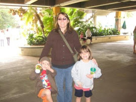 Enjoying the Jax zoo with Jen (sister-in-law), Adan and Kena