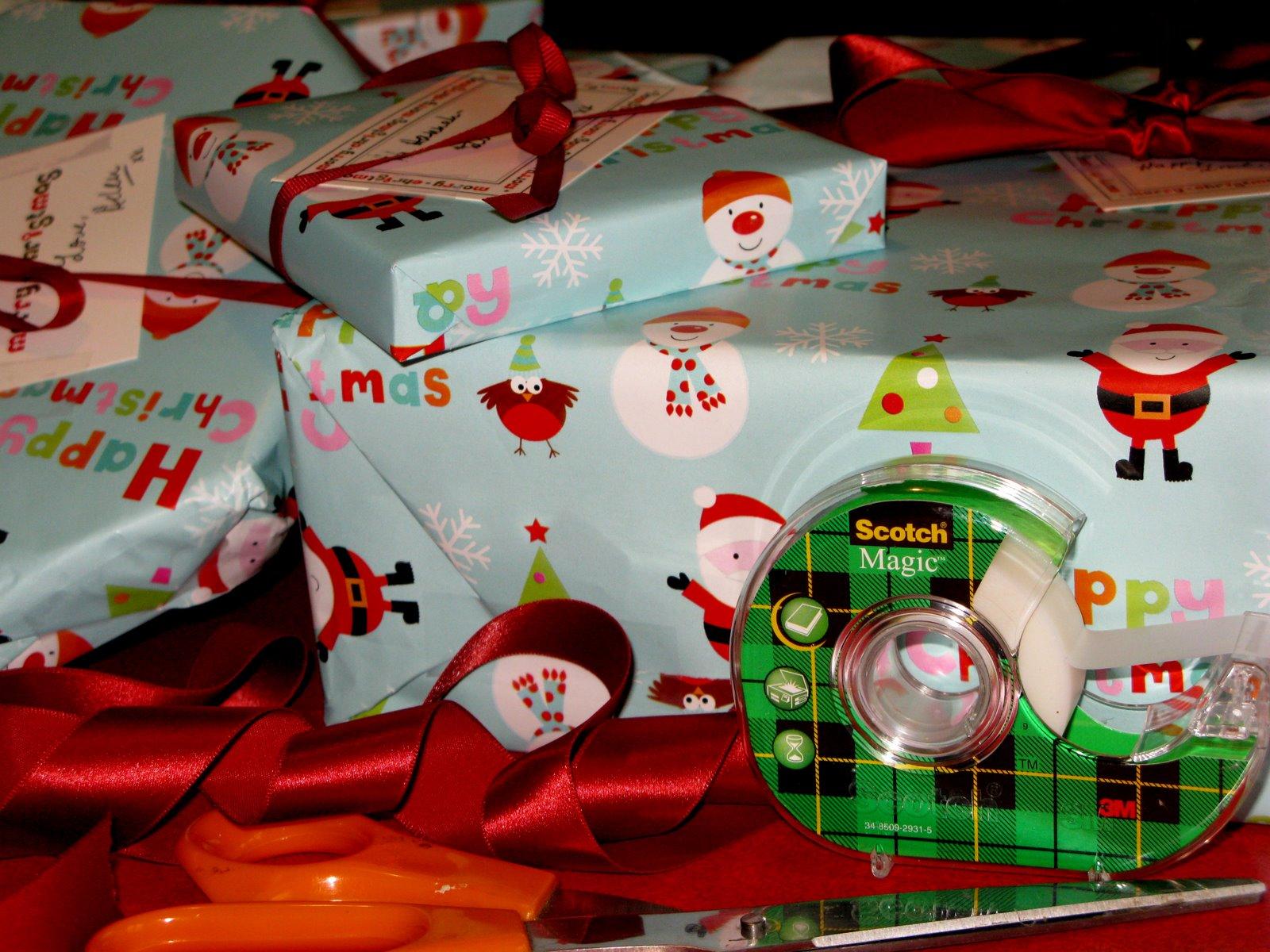 [274_christmas+wrapping.jpg]