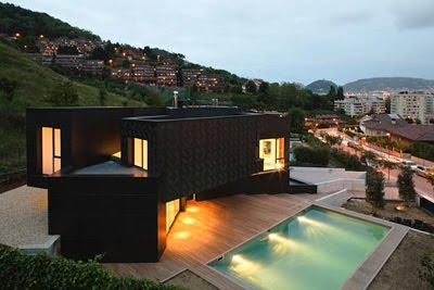Modern Q-House Design