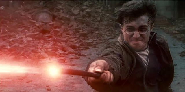 Harry lança magia em Harry Potter e As Relíquias da Morte - parte 1