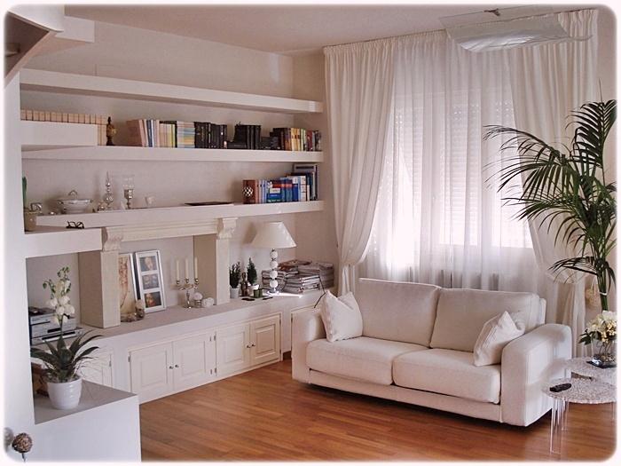 Vetrine Soggiorno Ikea: Mensole soggiorno ikea foto parete ...