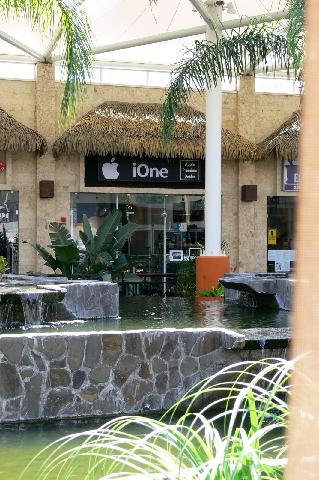 Although Tamarindo Is A Costa Rican Beach Resort, The Garden Plaza Shopping  Center Now Has An Apple Computer Dealer. It Is Not An Apple Store Like You  Would ...