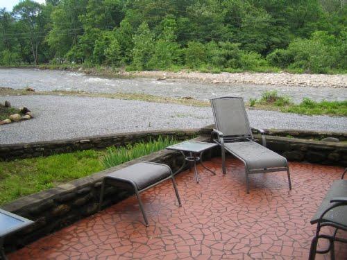 Property Spotlight: Enjoy the river fun at Trout Rock near Asheville, NC