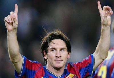 lionel messi barcelona fotos levantando las manos al cielo