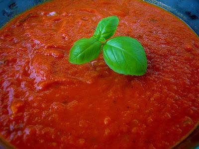 Stephanie Cooks: Simple Tomato Sauce