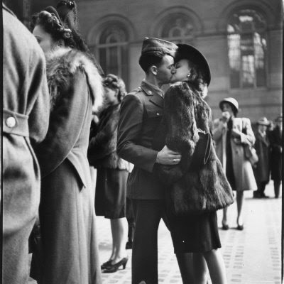 "Quigley's Cabinet: WWII photographs of ""The Kiss"""