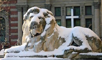 Lion Leeds Town Hall Snow
