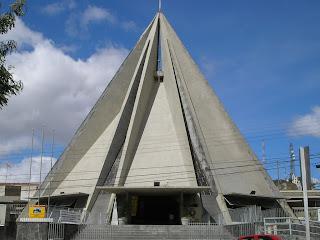 http://1.bp.blogspot.com/_rQBjNULLNDo/S8MBbowlgII/AAAAAAAANBc/ZmPGReNEIlg/s1600/Caruaru36+Catedral+N.+S.+das+Dores.jpg