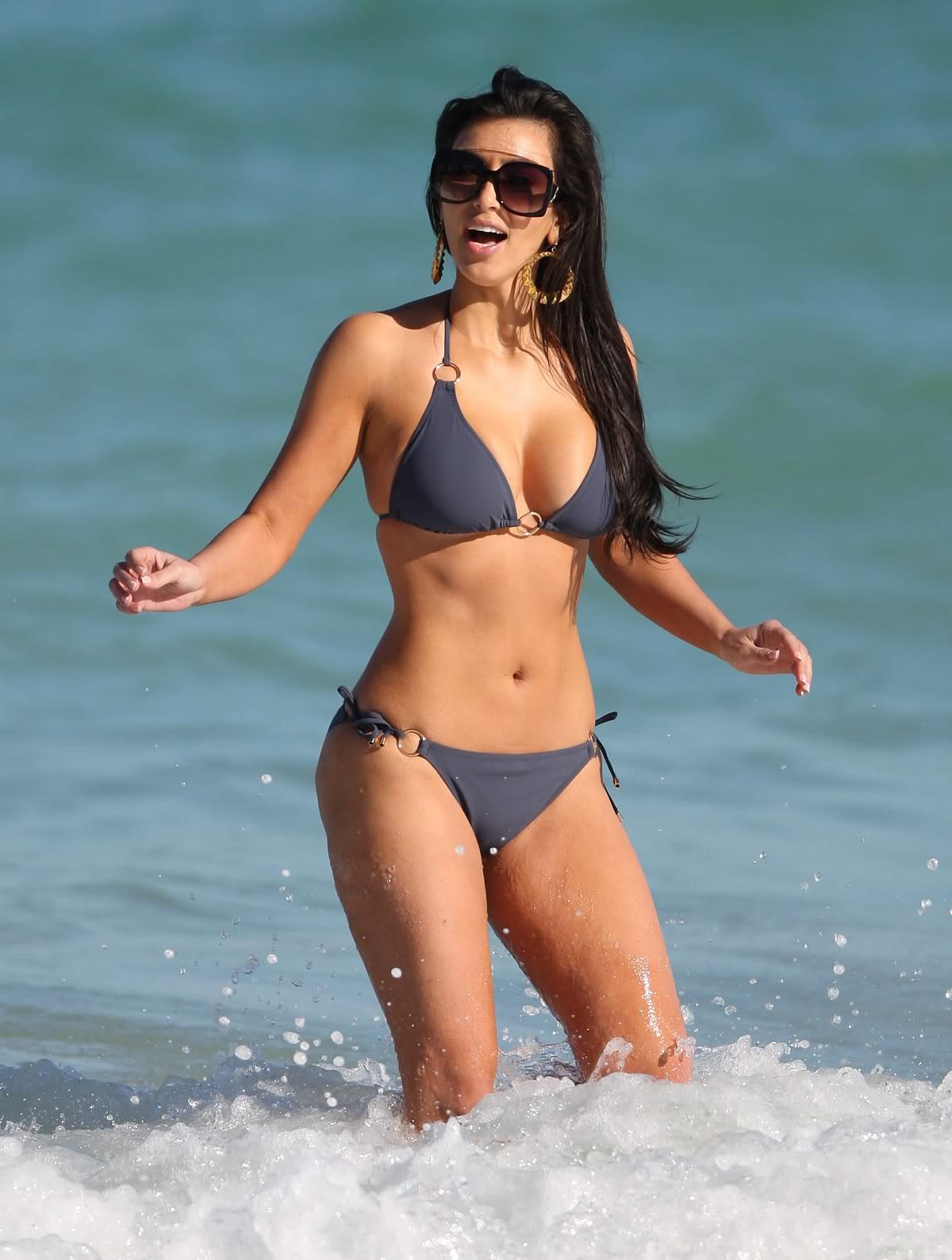 http://1.bp.blogspot.com/_rQUwGQsZx-Y/TKZ6jzF5kwI/AAAAAAAAAhA/MvP6SWltevo/s1600/kim-kardashian-03.jpg