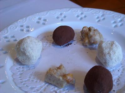 Trufa negra de chocolante, trufa blanca con jengibre - El Mesón de Doña Filo