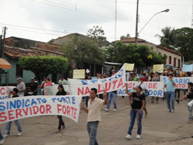 SINDICATO E SERVIDORES MUNICIPAIS PARALIZAM E FAZEM ATO EM 1º DE DEZEMBRO