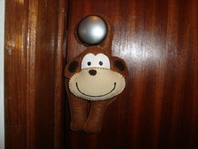 macaco em feltro