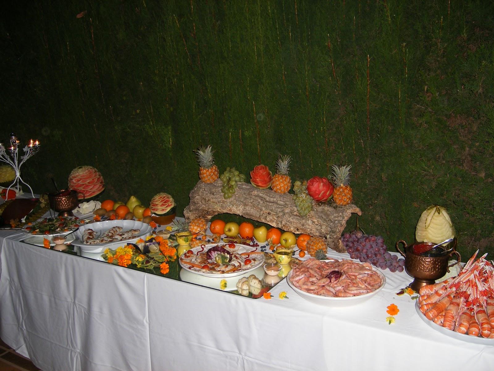Buffet de ana mesas de fruta - Decoracion buffet ...
