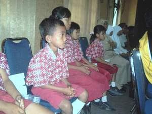 10 anak tak mampu di MI Toroh