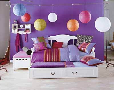 The teenange girl's bedroom dominated color of purple