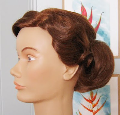 I think this style makes a perfect Spring wedding vintage hairstyle