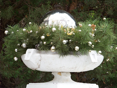 The planter below was also on her front porch. It is really very