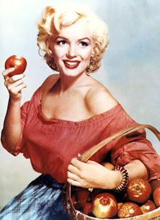 Мэрилин Монро ( англ.  Marilyn Monroe, урождённая Норма Джин Мортенсон, англ.  Norma Jeane Mortensоn, в крещении...
