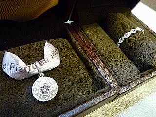 母から譲りうけたダイヤモンドを使ってクラシカルなペンダントトップとリングにリ・スタイル(リメイク)しました。