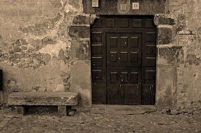 Cultura diccionario alcarre o poyo for Puerta que abre para los dos lados
