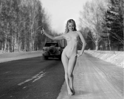 sin palabras - Página 2 Auto+stop+woman+nude+