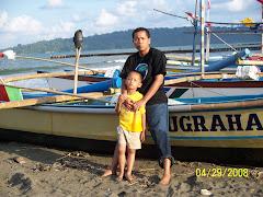Mejeng di Pantai Teluk Penyu Cilacap