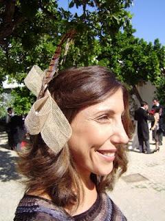 Inma y su lazo con pluma de faisán