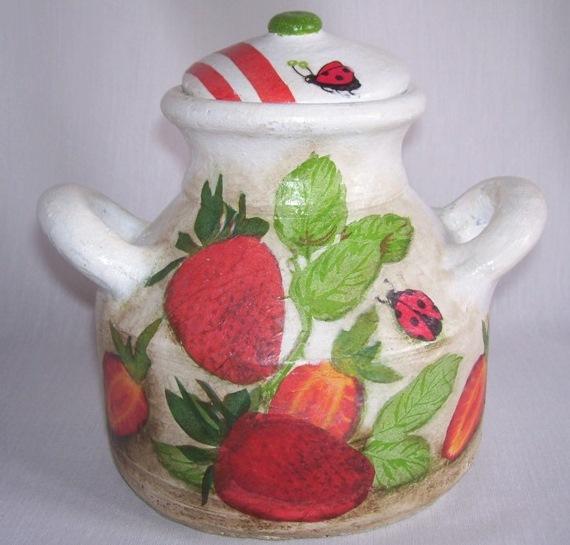 Olla de ceramica cocida con decoupage